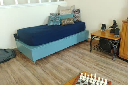 Comfortable Daybed - Arlington - Ev