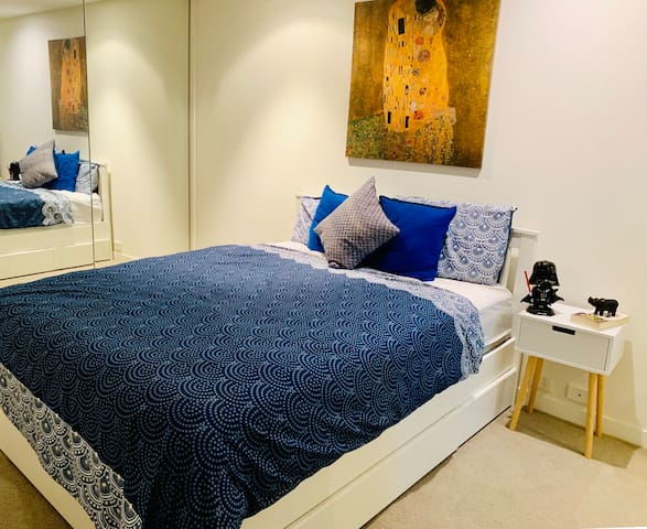 Heart of CBD-Master room & ensuite - FreeTram Zone