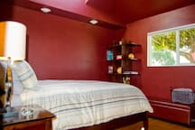 Downstairs bedroom w/queen bed and direct entry to bathroom w/jet tub