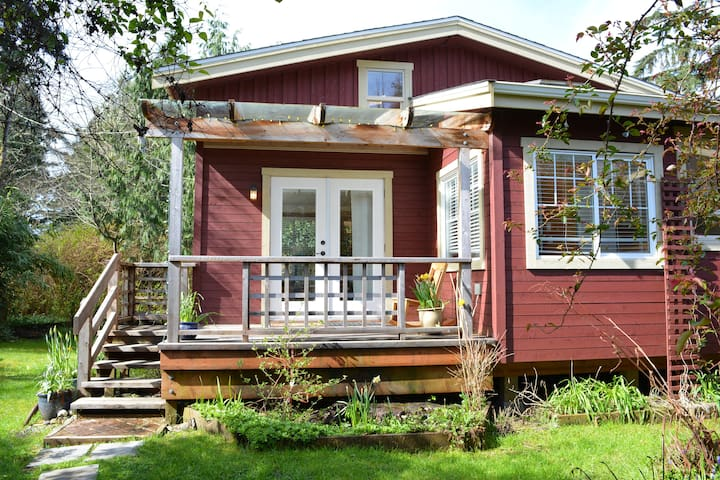 South Beach Cabin - Private with BBQ and Fire Pit