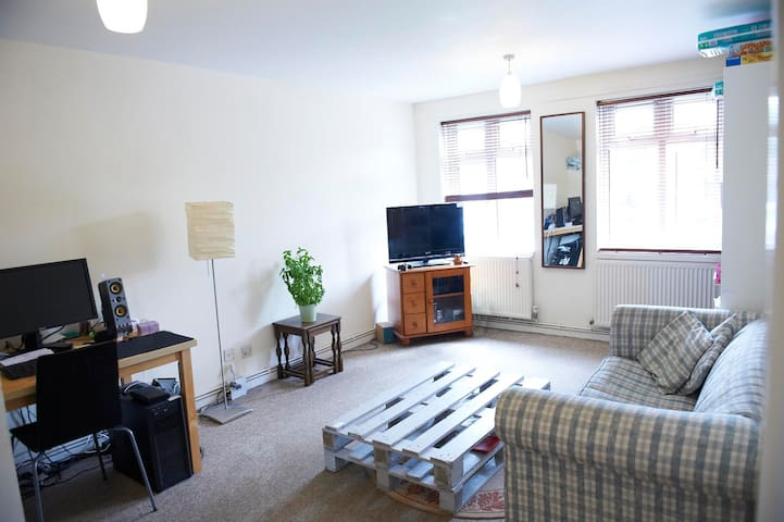 Quiet Flat in Totteridge just 1 min to underground - ロンドン - アパート