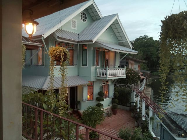 healthy river front balcony room, colonial house - Bangkok