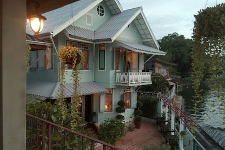 healthy river front balcony room, colonial house - 曼谷