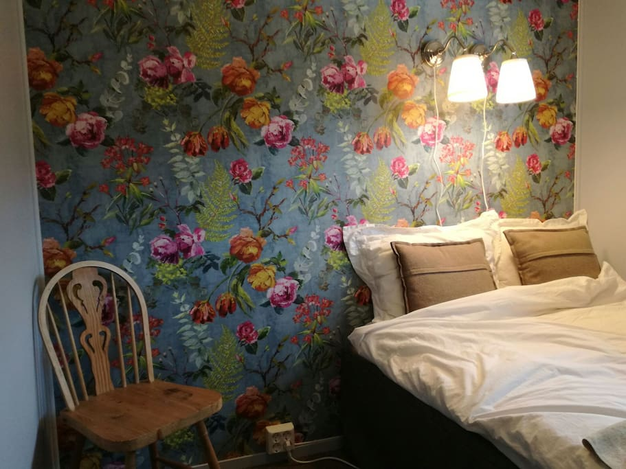 The room is newly decorated. The bed is 120cm wide and 200cm long.