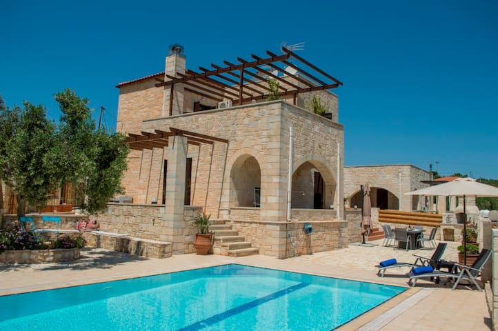 Private pool★Stone villa ★ BBQ
