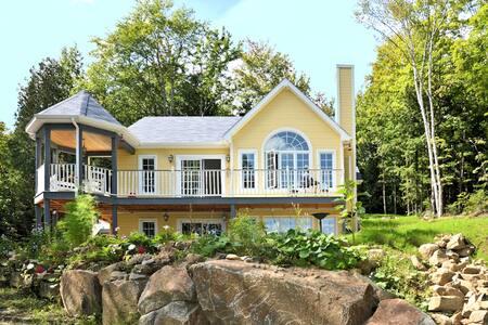 Maison ensoleillée en pleine nature. - Sainte-Anne-des-Lacs