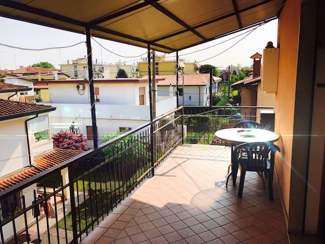 Ampia terrazza a pochi minuti da Venezia - Benátky - Byt