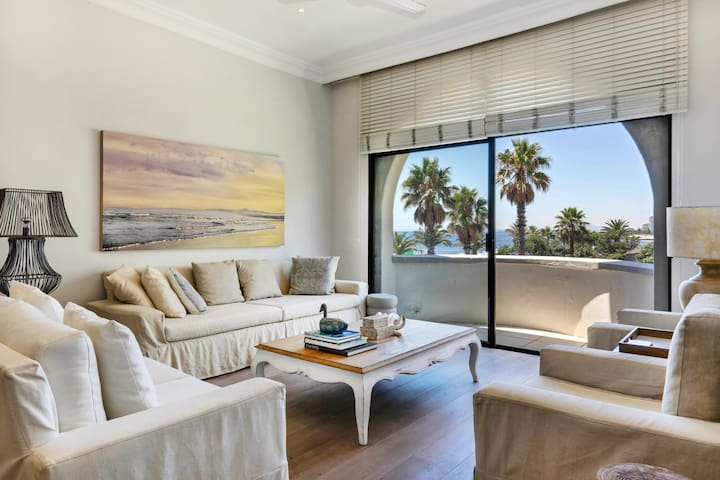 Charming Seafront Apartment in Bantry Bay