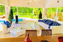 Live like kings - Luxury Beach From Estate for 10