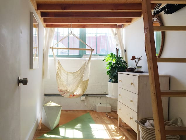 Sunny Central Artist Loft in Williamsburg!