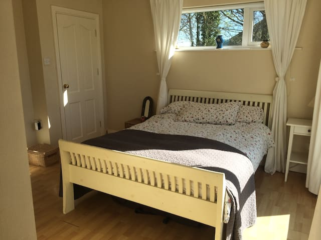 Cosy Ensuite Double Room close to Shannon Airport - Newmarket on Fergus