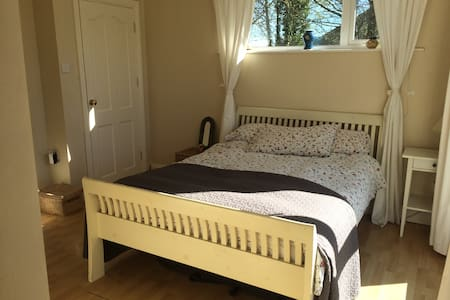 Cosy Ensuite Double Room close to Shannon Airport - Newmarket on Fergus - Bed & Breakfast