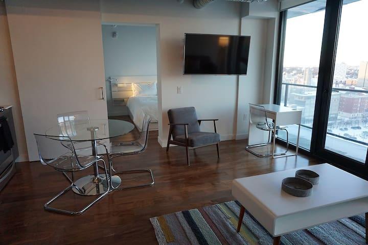 Urban-Chic, Cozy, Upper Floor, Sunset Suite