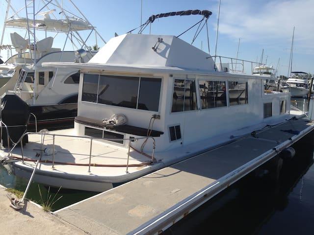 61' Motor Yacht in Tropical Marina - Stock Island - Boat