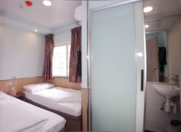 Cozy Twin Room@Mong Kok City Centre 旺角E1出口舒適標雙房