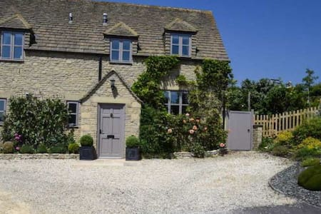 Stunning Cotswold Cottage, Little Paddock