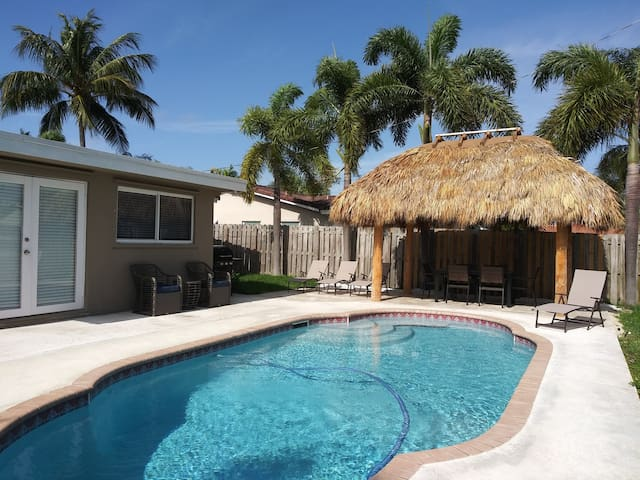 ★ 3BR Private Home w/ Pool ★  Near Beach Dining ★