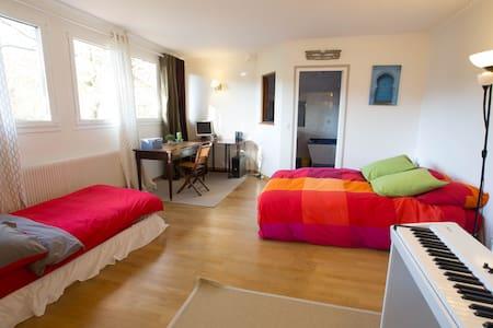 Chambre sur jardin +salle de bains - La Celle-Saint-Cloud