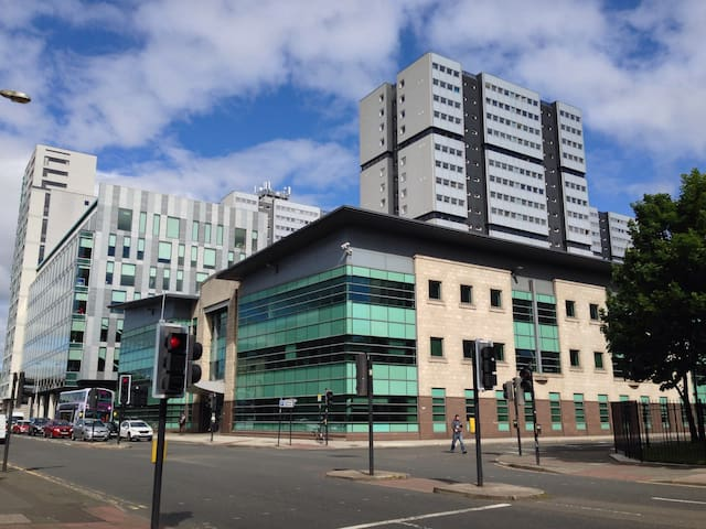 Contemporary Apartment in modern Glasgow's centre