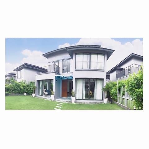 Villa in Phu Quoc Island-Roy Villas D'mer 4br (V3)