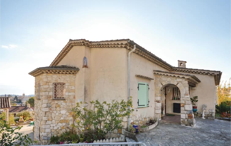 Holiday cottage with 5 bedrooms on 300 m² in La Colle sur Loup