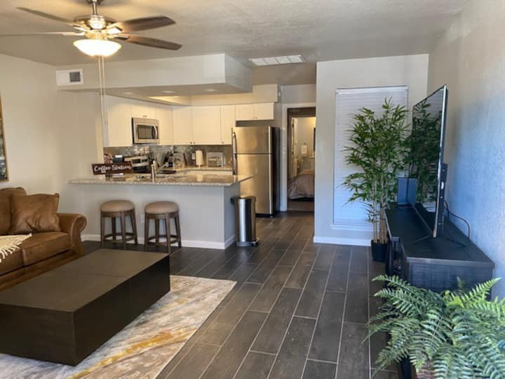 Condo w Washer & Dryer, cable, Wifi, 1st floor