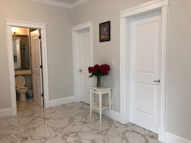 Cozy and private 2BR suite near metrotown