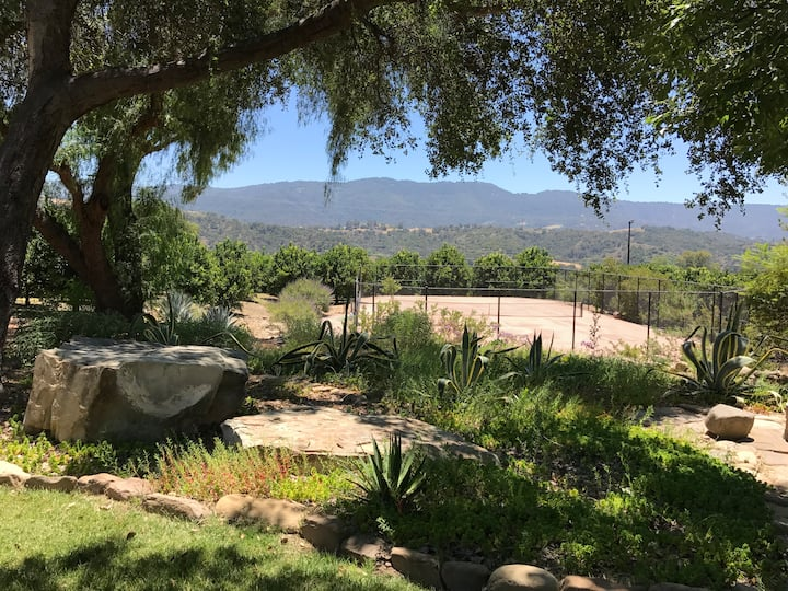 Ojai East End Chic Ranch Home with views