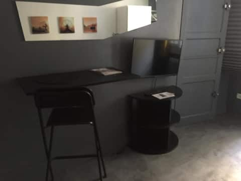 Joli petit studio fonctionnel tout équipé ecusson