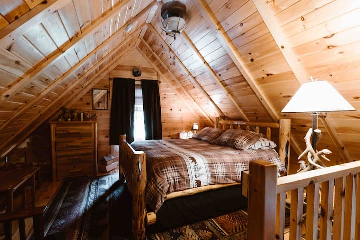 Queen size bed in loft area