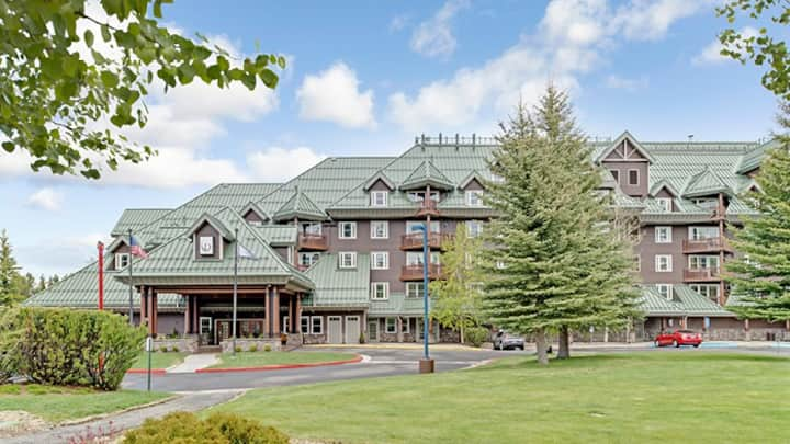 Lk.TahoeLodgeResort 2BR w/heated pools+hot tub