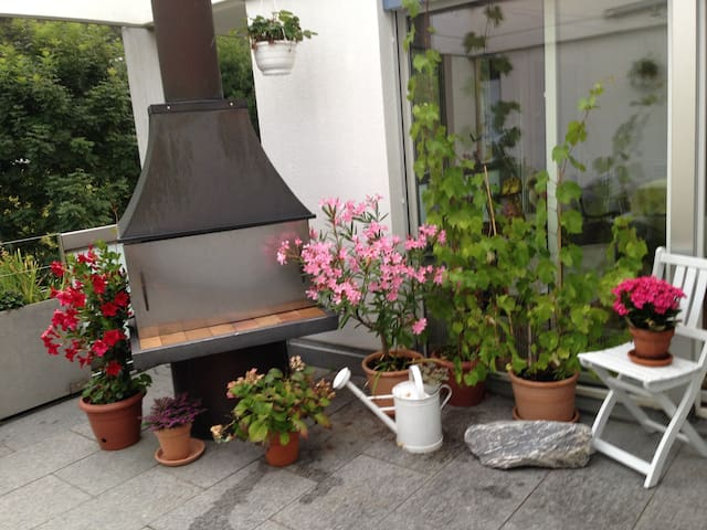 Beautiful room in Flat with balcony - Zürich - Appartement