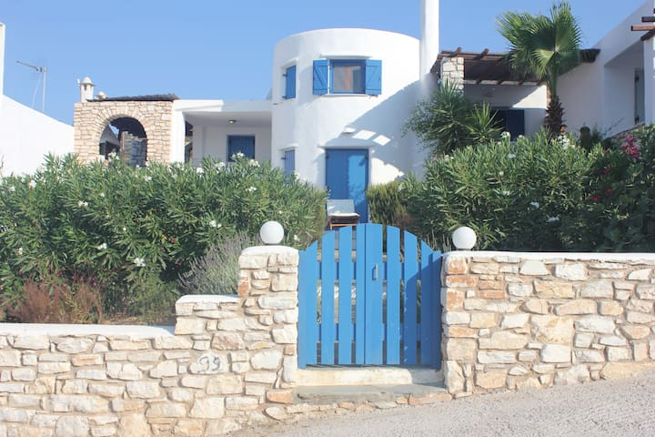 Relax in a Cycladic House with your friends! - Aspro Chorio - Casa
