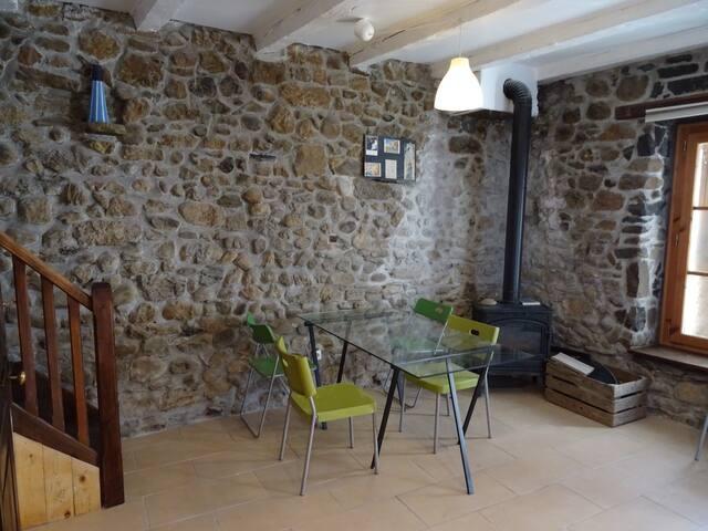Jolie maisonnette de village, 15 min. de Genève - Collonges-sous-Salève - Casa
