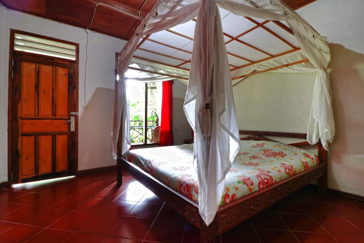 Rich Tropical Deluxe Room at Bagus Bay Guest House