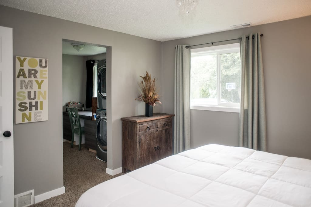 Master Bedroom/laundry