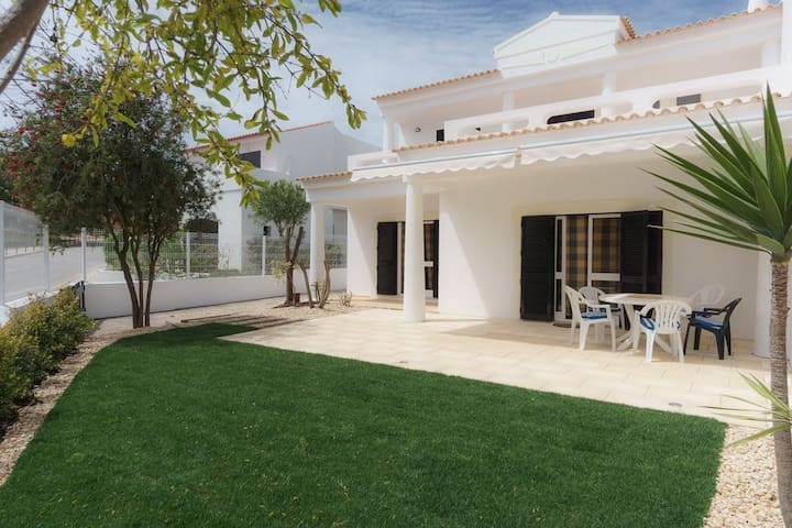 Raisin villa close to the Falésia beach - Albufeira - Huis