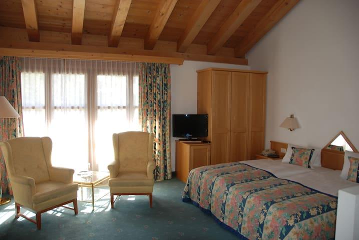 Cresta 1 Bedroom Appartement - Celerina/Schlarigna - Bed & Breakfast