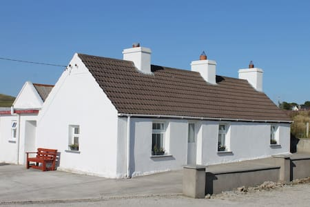 Cosy cottage in a scenic location in Ballycroy