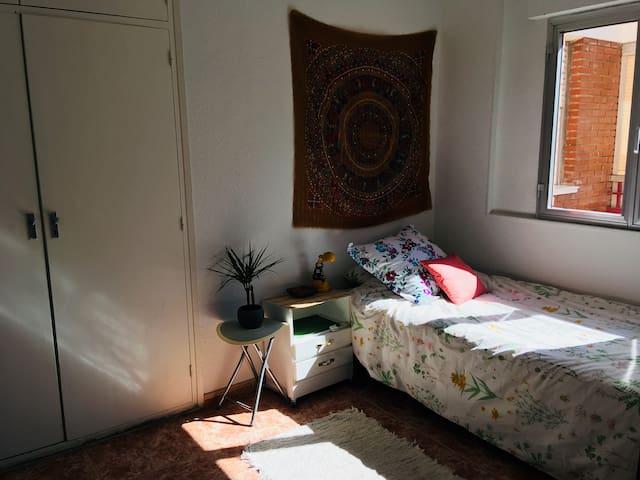 Habitación en piso agradable de Madrid