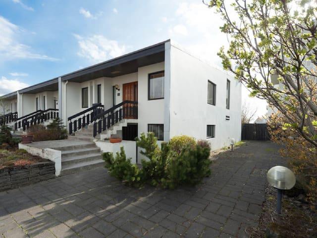 Very nice row house 2 km from Reykjavík center