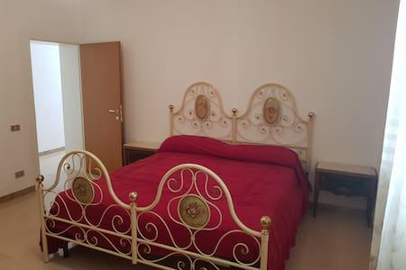 Stanza matrimoniale in appartamento Montecchio