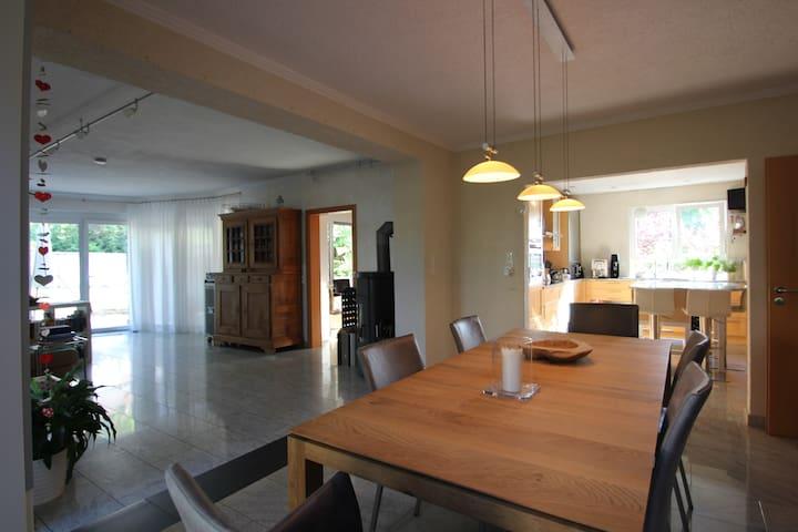Offenes Ambiente (Küche / Esszimmer / Wohnzimmer)