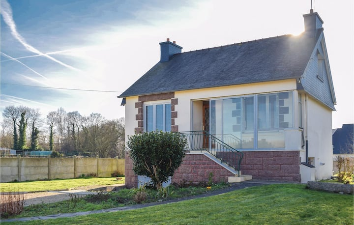Holiday cottage with 3 bedrooms on 80m² in Begard