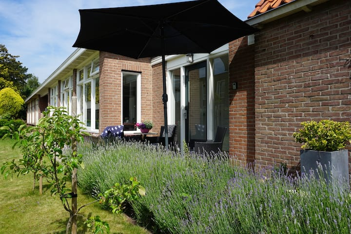 B&B Het Kantoor, large private appartment