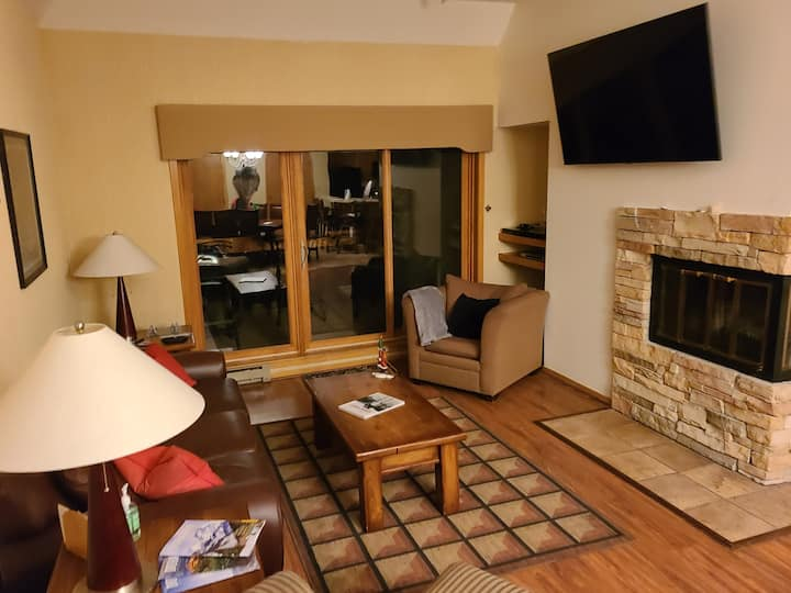 Ski In/Out 2 bdrm/2 bth condo facing chairlift 4