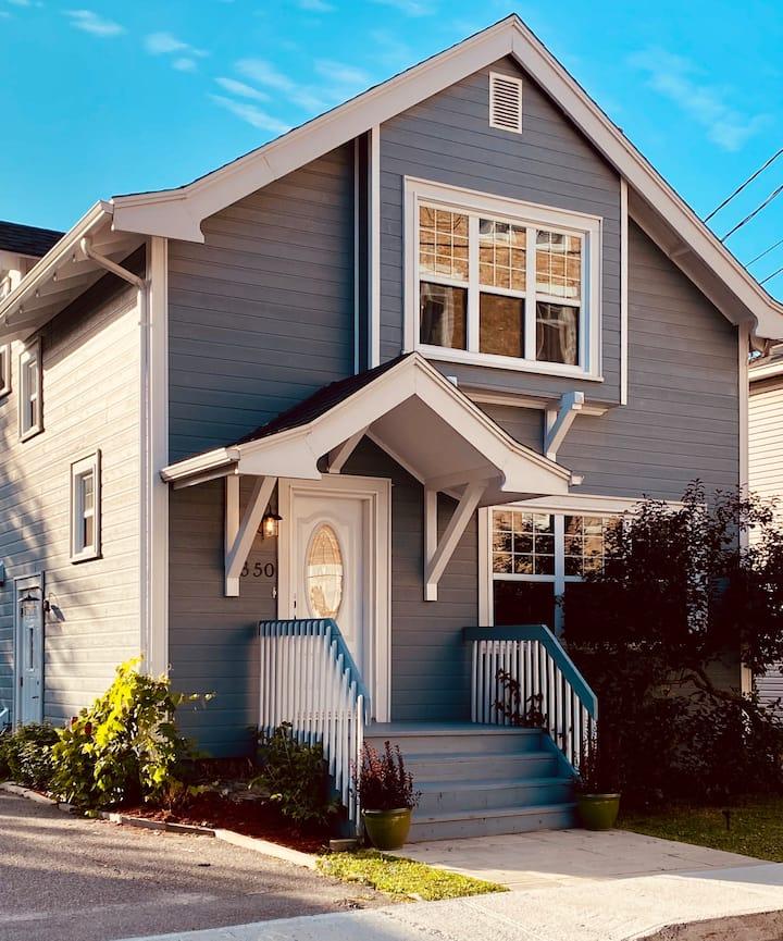 Maison avec Spa et foyer au coeur du centre-ville!