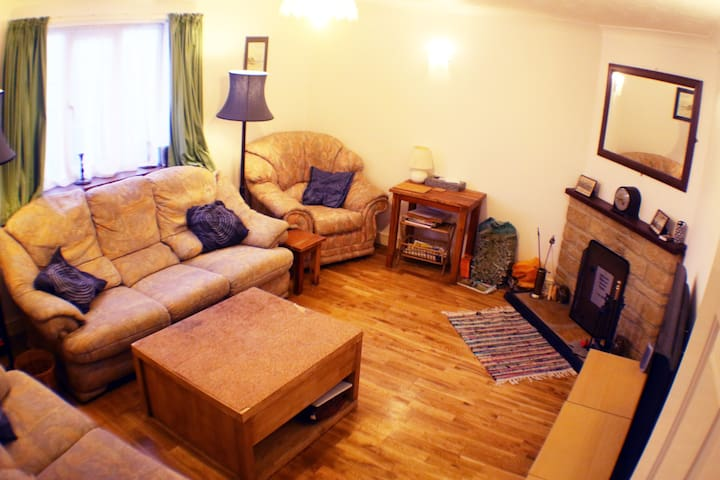 3 bedroom cottage close to the famous fossil beach