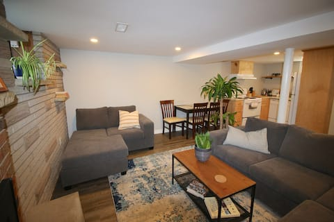 Comfy, 2BR w/fireplace in Central Kingston