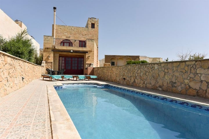 Ta'Karkar Villa with Private Pool